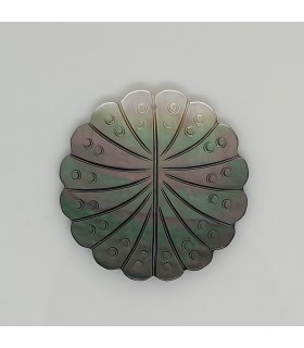 MOP Leaf Pendant 32mm.- Item: 11676