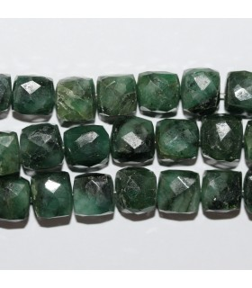 Emerald Faceted Cube 7-8mm.-Strand 20cm.-Item.10566